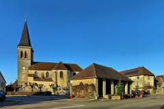 Eglise - Français:   Le lavoir et l\'église
