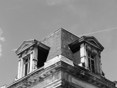 Bourse du Travail - Détails de l'angle de la façade de la bourse du travail de Saint-Etienne, chef-lieu du département de la Loire. Le bâtiment est l'oeuvre de Léon Lamaizière qui, outre cette construction, a fortement marqué l'urbanisme stéphanois par de nombreuses réalisations architecturales