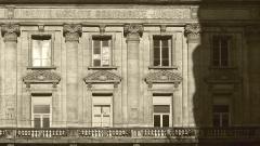 Bourse du Travail - Français:   Détails de la façade de la bourse du travail de Saint-Etienne, chef-lieu du département de la Loire. Le bâtiment est l\'oeuvre de Léon Lamaizière qui, outre cette construction, a fortement marqué l\'urbanisme stéphanois par de nombreuses réalisations architecturales.