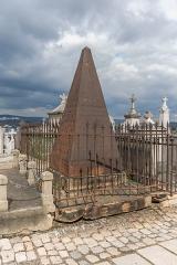 Tombeau Smith, ou Pyramide Smith, situé dans le cimetière du Crêt du Roc (cimetière Saint-Claude) - Français:   Le tombeau Smith, Cimetière du Crêt-de-Roc, Saint-Étienne. Face sud.