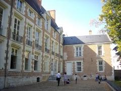 Hôtel Brachet, dit aussi hôtel de la Vieille Intendance - Hôtel de la Vieille Intendance, tribunal administratif d'Orléans (Loiret, France): façade septentrionale