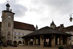 Halle - Français:   Hôtel de ville, halle de Martel