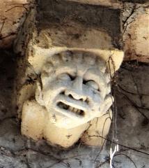 Grenier du chapitre, tour et ancienne prévôté - Français:   Cahors - Cathédrale Saint-Étienne - Grenier du chapitre - Modillon