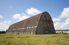 Hangar à dirigeables - English: Exterior view of the airship hangar, looking west.