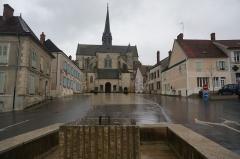 Bâtiment de l'ancien tribunal du bailliage - Abbatiale Saint-Pierre d'Orbais-l'Abbaye. Images.