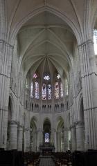 Bâtiment de l'ancien tribunal du bailliage - Choeur de l'église Saint-Pierre-et-Saint-Paul à Orbais l'Abbaye.
