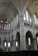Bâtiment de l'ancien tribunal du bailliage - L'église Saint-Pierre-et-Saint-Paul à Orbais l'Abbaye.