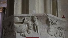 Eglise paroissiale Saint-Sixte - Église Saint-Sixte de La Chapelle-Rainsouin (53). Arcade d'entrée dans la chapelle sud dite chapelle du château. Chapiteau est.