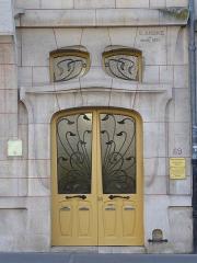 Maison - Porte art nouveau de l'immeuble Lombard, avenue Foch à Nancy.