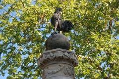 Promenade dite Le Mail - Français:   Monument aux morts 14-18 - Coq sur globe