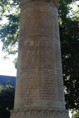 Promenade dite Le Mail - Français:   Monument aux morts 14-18 - Nom des morts
