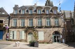 Hôtel - Français:   Hôtel de la première moitié du XVIIIe siècle, sis au n° 4 de la rue Olivier de Clisson à Josselin (Morbihan, France).