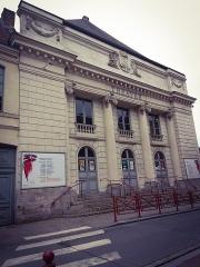 Théâtre municipal -  Photo prise par Maissane (7 ans), dans le cadre d'un projet de création d'un livre numérique sur certains monuments de Douai. Quartiers#Douai3.0 .Association des centres sociaux de Douai.