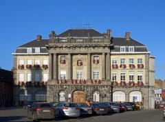 Hôtel de ville - Français:   L\'hôtel de ville de Condé-sur-l\'Escaut (Nord).