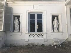 Château de Villers-Campeau - Français:   Statues représentant les 4 saisons.