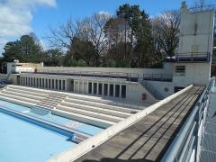 Stade-parc et école de natation - Français:   On voit le style paquebot.