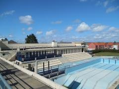 Stade-parc et école de natation - Français:   Vue de la passerelle. Plongeoir.