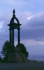 Oppidum de Gergovie - Deutsch: Plateau de Gergovie, Schlacht-Denkmal