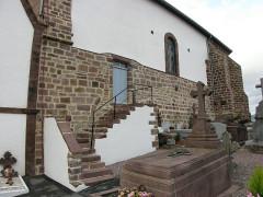 Eglise Notre-Dame de l'Assomption - Français:   Entrée des hommes (Uhart-Cize) (Basse-Navarre) (Pyrénées-Atlantiques) (Pyrénées).