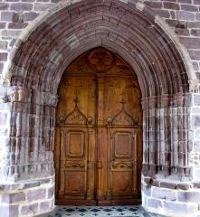 Eglise Notre-Dame de l'Assomption - Français:   Porche d\'entrée à Uhart-Cize (Basse-Navarre) (Pyrénées-Atlantiques) (Pyrénées).