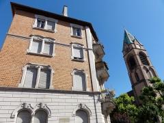 Ensemble paroissial Saint-Joseph de Koenigshoffen - Français:   Alsace, Bas-Rhin, Strasbourg-Koenigshoffen, Immeuble (années 1900), 1 rue Saint-Joseph.