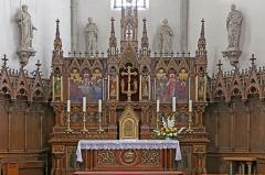 Eglise catholique Saint-Etienne - Deutsch: Altar der Église Saint-Éttienne de Cernay. Das Kirchengebäude ist ein historisches Denkmal der französischen Stadt Cernay (Haut-Rhin).