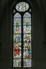 Eglise catholique Saint-Etienne - Deutsch: Buntglasfenster (Altarfenster) in der Église Saint-Éttienne de Cernay. Das Kirchengebäude ist ein historisches Denkmal der französischen Stadt Cernay (Haut-Rhin).
