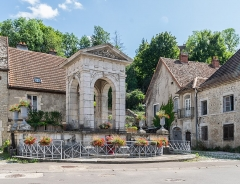 Grande fontaine - English: Grande Fontaine in Gy, Haute-Saône, France