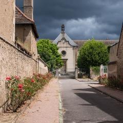 Ancienne chapelle Saint-Odilon - Hôpital Saint-Gabriel, 9 boulevard Frédéric-Latouche (Inscrit, 1971) Vue de l'entrée par la Place du Champ de Mars