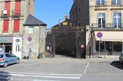 Ancienne chapelle Saint-Odilon - Portail d'entrée de l'hôpital Saint-Gabriel, Autun.