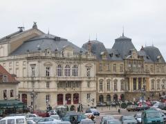 Ancienne chapelle Saint-Odilon - Place du Champ de Mars, Autun (Saône et Loire) -- côte à côte, hôtel de ville et théâtre.