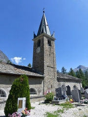 Eglise, chapelles et oratoires - English: Sight of the southern facade and bell tower of Saint-Jean-Baptiste church of Bessans, in the high Mauriene valley, Savoie, France.