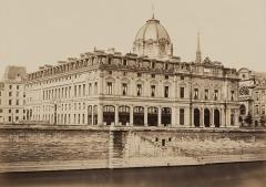 Tribunal de commerce de Paris - French photographer
