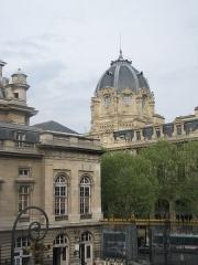 Tribunal de commerce de Paris - English: Dome of the Tribunal de Commerce building in Paris.