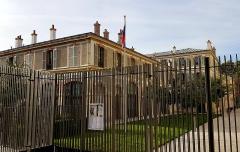Palais de l'Alma - English: Palais de l'Alma as seen from the Avenue Rapp, Paris.