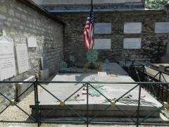 Cimetière de Picpus et ancien couvent des chanoinesses de Picpus - English: Grave of the Marquis de Lafayette and of his wife Marie Adrienne Françoise de Noailles - Picpus Cemetery, Paris 75012.