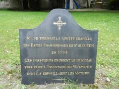 Cimetière de Picpus et ancien couvent des chanoinesses de Picpus - English: Plaque of the Grotte Chapelle of the Chanoinesses de Saint Augustin - Picpus Cemetery, Paris 75012.