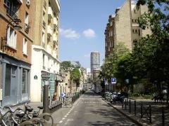 Groupe scolaire - Français:   Rue Küss, Paris 13e. Vue depuis la rue Brillat-Savarin, vers la rue des Peupliers.