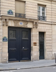 Immeuble de l'Ambassade du Pérou (résidence de l'ambassadeur) - Français:   Consulat général du Pérou, 25 rue de l\'Arcade (Paris, 8e).