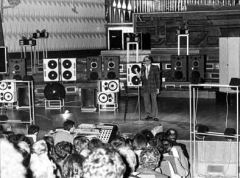 Maison de la Radio - English: Schaeffer presenting the Acousmonium.  Acousmonium is the sound diffusion system designed in 1974 by Francois Bayle, and used originally by the GRM at the Maison de Radio France. It consists of 80 loudspeakers of differing size and shape, and was designed for tape playback.