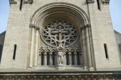 Église Notre-Dame-de-la-Croix - English: The Church of Our Lady of the Holy Cross of Ménilmontant is a parish church on Ménilmontant, in the 20th arrondissement of Paris.