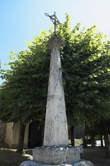 Ancienne croix de cimetière - Deutsch: Friedhofskreuz vor der katholischen Kirche Saint-Ferréol in Saint-Fargeau-Ponthierry im Département Seine-et-Marne (Region Île-de-France/Frankreich)