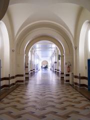 Hôpital Saint-Louis -  Hôpital (galerie) de Saint-Germain-en-Laye (Yvelines, France)