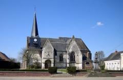 Eglise Saint-Vincent -   Saint-Maxent (Somme, France) -    L\'église et le monument-aux-morts.
