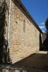 Église Saint-Corneille - English: Puycelsi. Church of Saint-Corneille. Southern wall.
