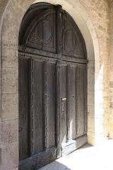 Église Saint-Corneille - English: Puycelsi. Church of Saint-Corneille. West portal, under the bell tower porch.