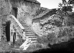 Château de Cornusson - Fonds Trutat - Photographie ancienne  Cote: TRU C 978 Localisation: Fonds ancien (S 30)  Original non communicable  URL:  http://numerique.bibliotheque.toulouse.fr/cgi-bin/library?c=photographiesanciennes&a=d&d=/ark:/74899/B315556101_TRUC0978  Titre: Cornusson, juillet 1904  Auteur: Trutat, Eugène Rôle de l'auteur: Photographe  Lieu de création: Cornusson (Parisot; château) Date de création:  1904  Mesures:: 9 x 12 cm  Observations:  Notes de la main de E. Trutat: \