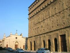 Église Saint-Florent (ancien couvent des Cordeliers) -  une partie de la façade nord du théâtre
