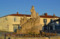 Monument à Georges Clemenceau - English: Sainte-Hermine