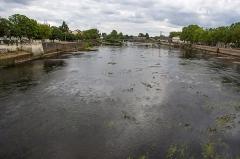 Pont Camille-de-Hogues - Español:   El río Vienne a su paso por Chateullerault.